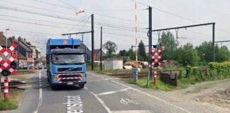 Spooroverweg Hullekensstraat in Sint-Gillis